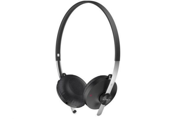 Wired or wireless headphones